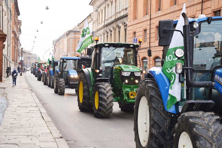 Con i trattori in piazza a Ferrara contro la crisi