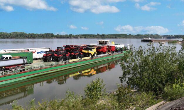 CNH Industrial: le mietitrebbie Case IH e New Holland viaggiano sul fiume